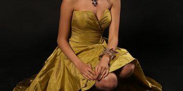 Абитуриентска рокля прическа - избор на дизайнерска рокля